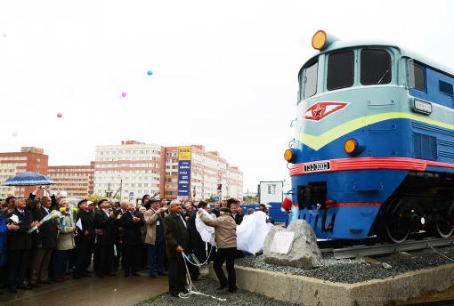 Открытие памятного знака»Локомотив ТЭ3″, привокзальная площадь ст.Новый Уренгой