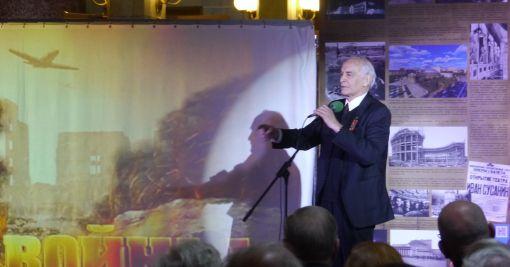 Василий Лановой читает стихотворение Перед атакой