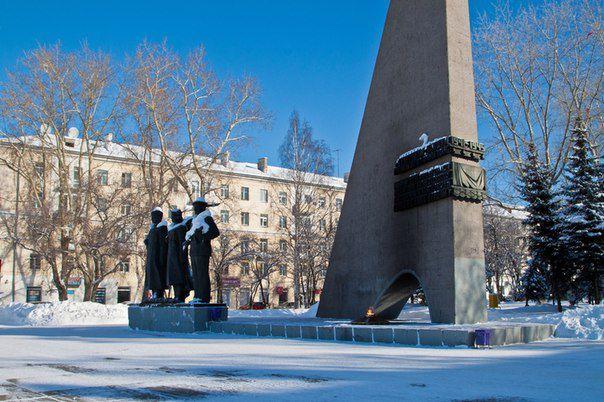 Монумент Скорби и Славы Источник: http://novoaltaysk.sutochno.ru/gorod