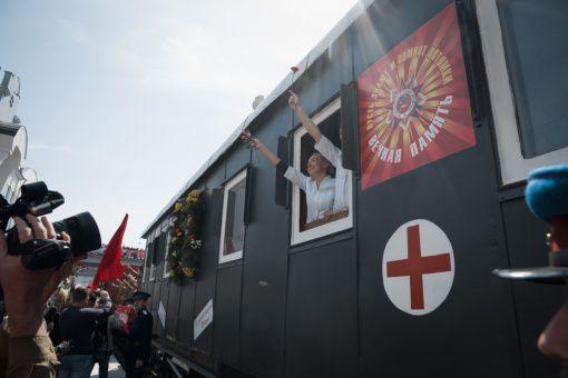 """Встреча ретро-поезда """"Эшелон Победы"""" в Новосибирске"""
