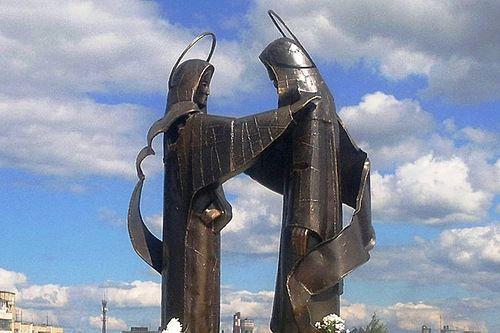 Памятник Петру и Февронии Муромским в Нижнем Тагиле