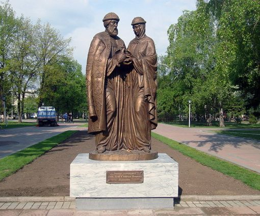 Памятник Петру и Февронии в Новосибирске
