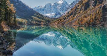 Нижнее Шавлинское озеро. Алтай. Фото: Анатолий Довыденко.