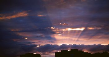 Майский закат в Новосибирске.  фото: Роман Воробьев