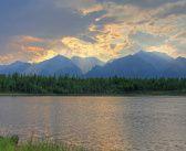 Озеро в предгорьях хребта Кодар, Забайкальский край.