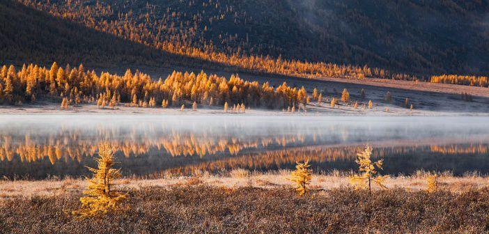 Осеннее озеро Ильчир.  Бурятия, Восточные Саяны.