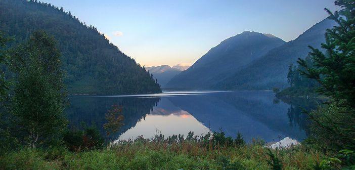 Соболиное озеро после заката, Республика Бурятия.  Фото: Кирилл Буртасовский