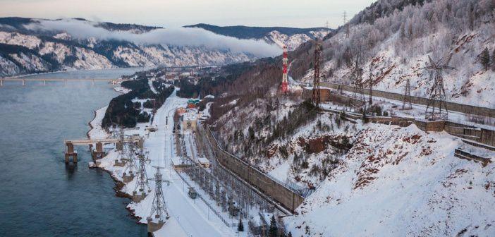 Красноярская ГЭС имени 50-летия СССР расположена на реке Енисей Фото: Сергей Филинин