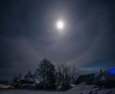 Лунное гало. Поселок Сайга, Тоомская область, 08.02.17.   фото: Вадим Бояринов