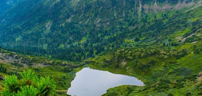 Поразительный вид открывается с пика Черского на озеро Сердце! Фото: instagram russiadiscovery