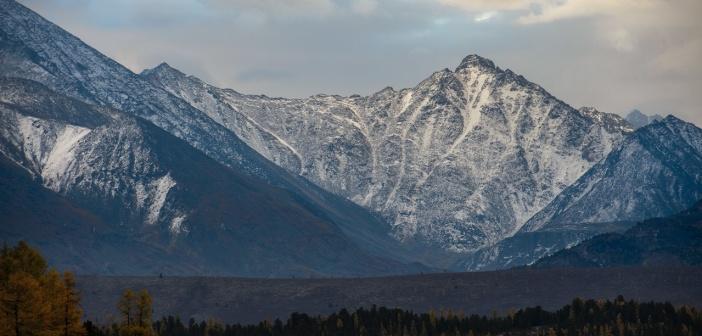 Курайский хребет, вид с озера Киделю Фото: Олег Липатов