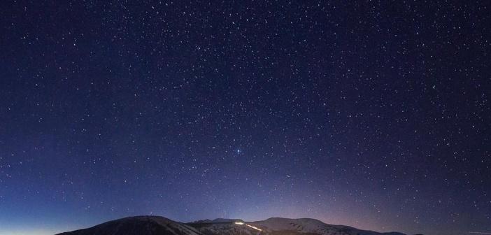 Ночной Шерегеш.  Фото: Степа Артемьев