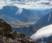 Великолепные виды с высоты Южно-Чуйского хребта на его долины и озёра. (Горный Алтай). Озера Джанкёль и Атаккёль.  Фото: Светлана Казина