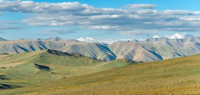 Тува — это страна бесчисленных рек и озер, широких степей и высоких гор.  Фото: LUSIKA33