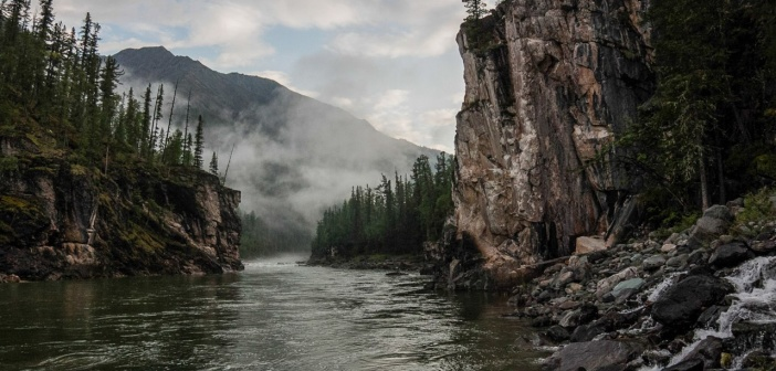 Ворота в каньон…  Река Китой, Восточный Саян, Иркутская область.   Фото: Виктор Вербов