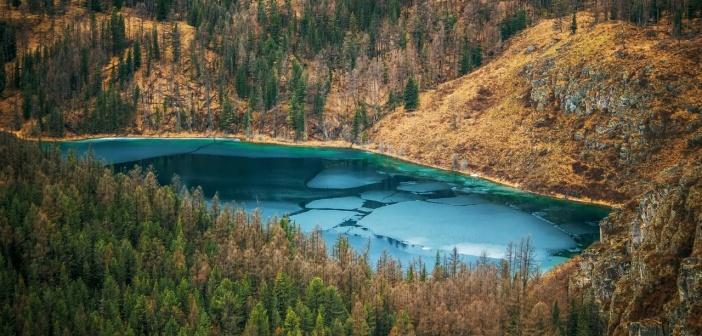 Горное голубое озеро, Улаганский район   фото: Антон Гермогенов