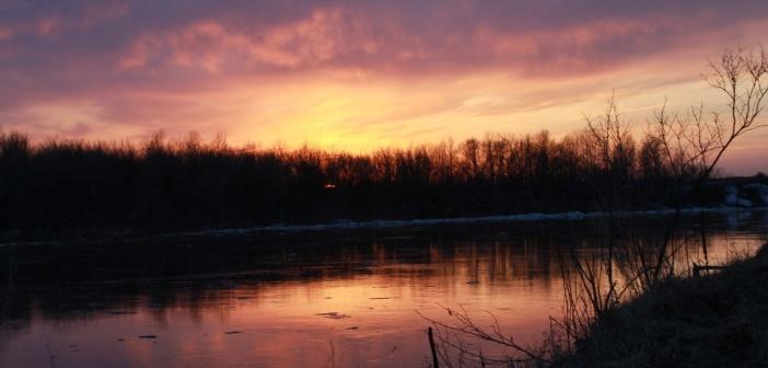 Апрельский закат. Река Чумыш, Тогульский район, Алтайский край.   фото: Анна Бельских