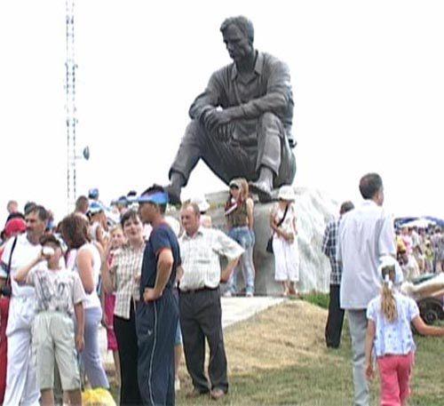 Памятник В.Шукшину