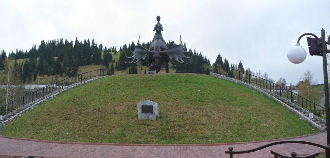 """Монумент """"Золотая Шория"""""""