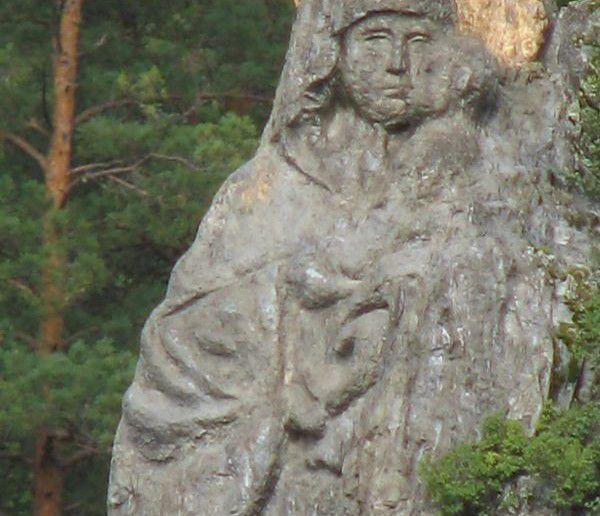 образ Богородицы, высеченный в скале