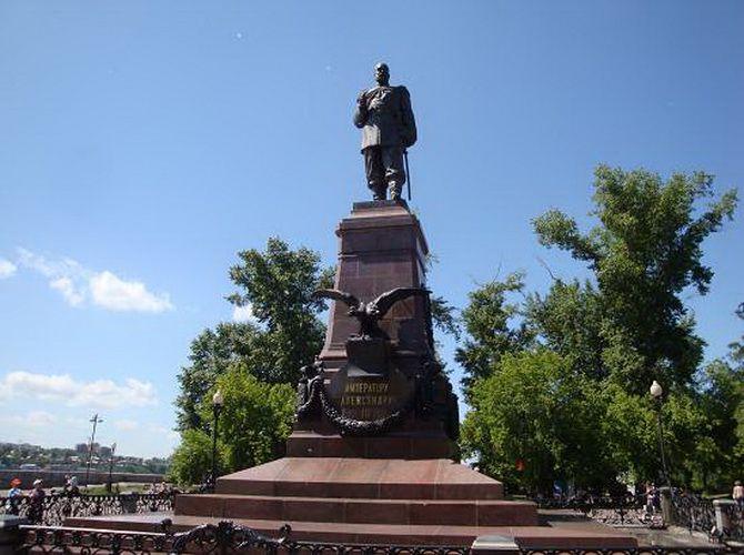 Монумент императора Александра III в Иркутске