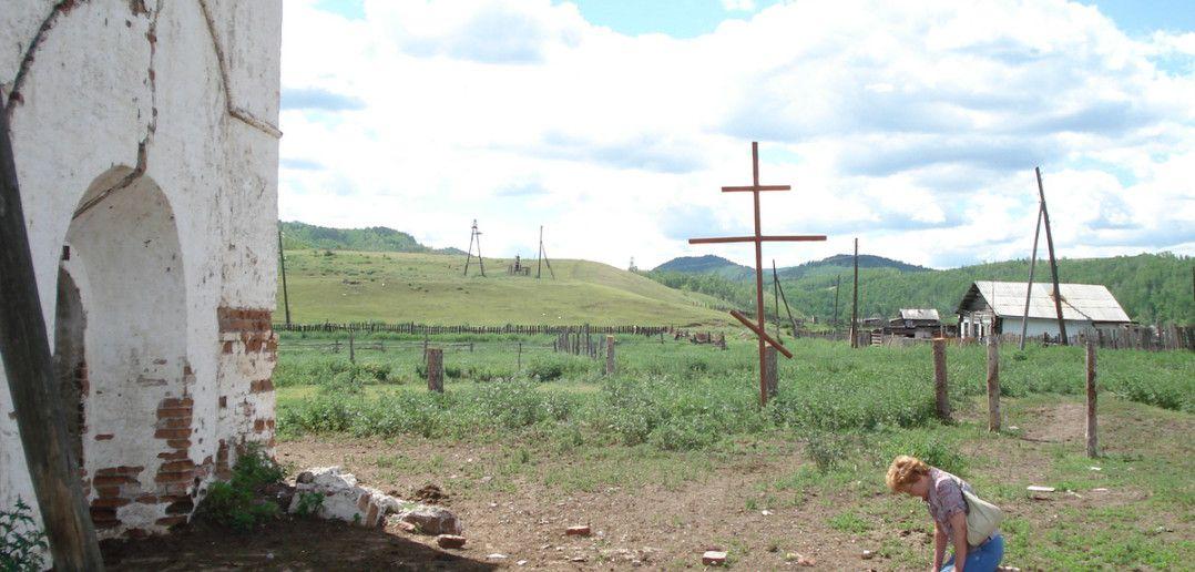 Разрушенные стены церкви Успения Пресвятой Богородицы