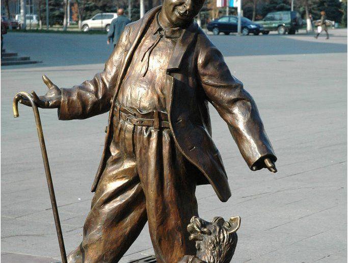 Памятник Олегу Попову