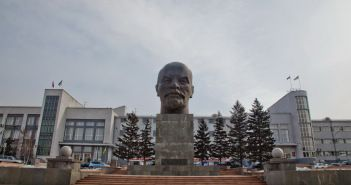 Памятник Ленину на площади Советов