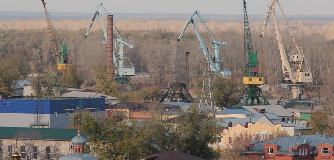 Вид на грузовой порт с нагорной части города