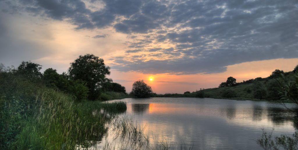 Монастырское озеро Источник: zabroski.ru