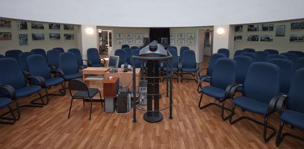 «Звёздный зал» нового планетария Источник: http://planetarium.tomsk.ru/articles/istoriya_tomskogo_planetariya/
