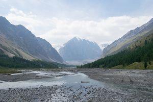 Долина перед ледниками Актру