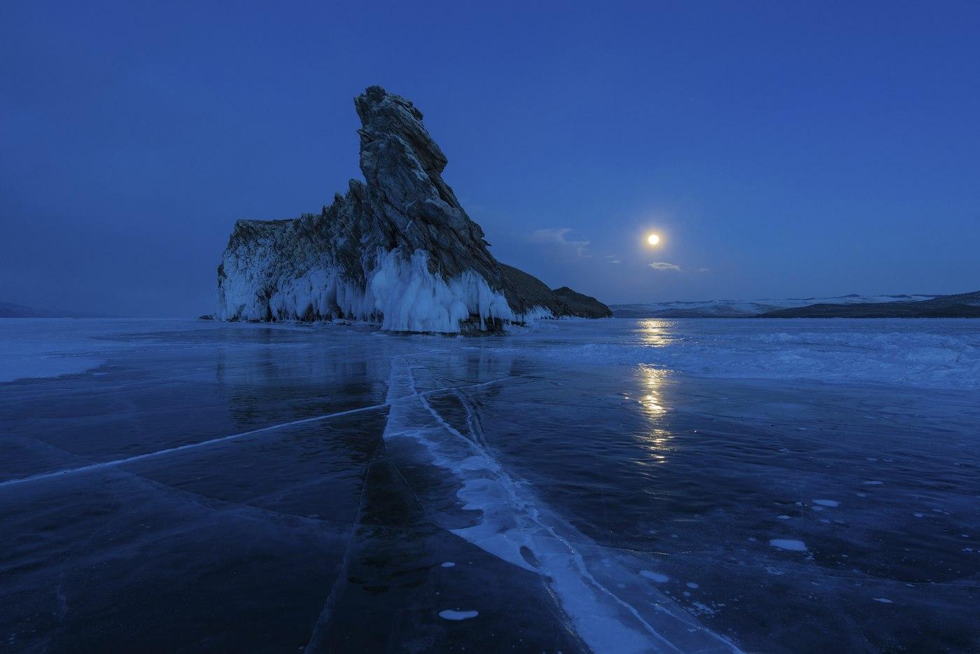 Теплый вечер на берегу озеро Байкал. Октябрь 2015 года.