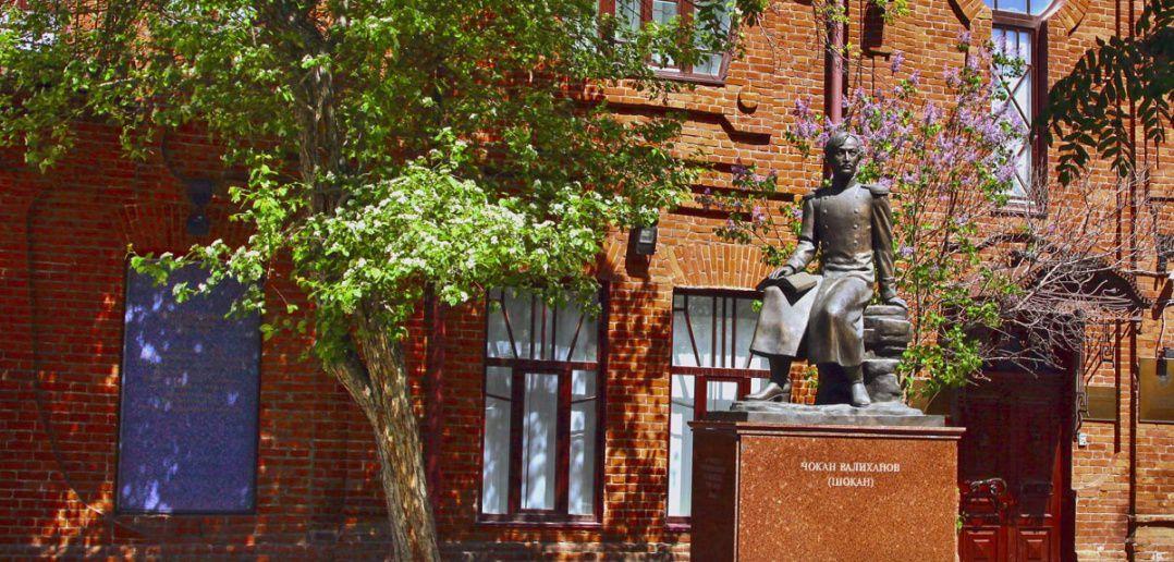 Памятник Чокану Валиханову, Омск, Фото