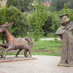 статуи в омске