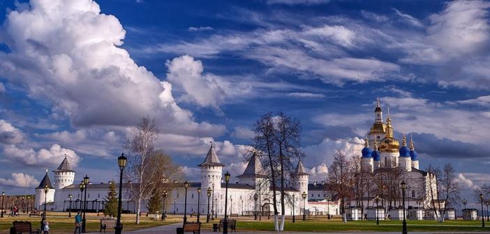 Тобольский кремль в прекрасный весенний день   Фото: Евгений Лисиенко