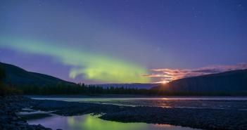 Восход луны. Река Индигирка, Республика Саха (Якутия)  фото: Михаил Черемкин