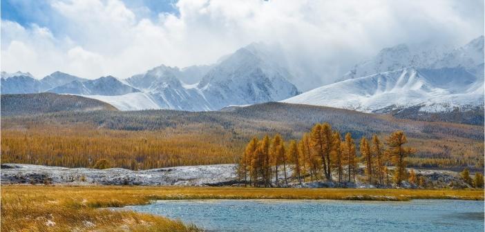Республика Алтай, Курайская степь, урочище Ештыкколь, озеро Джангысколь, Северо-Чуйский хребет, гора Куркурек.   Фото: Эдуард Кутыгин