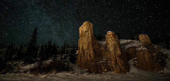 И горы тянутся к звездам  Ленские столбы, Якутия. Фото: Павел Глушков