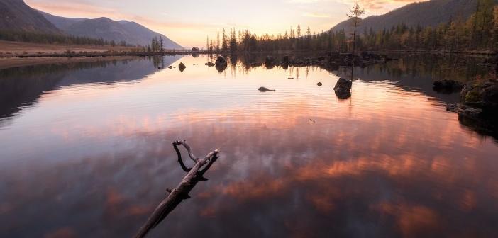 Рассвет над лавовым озером в Бурятии  Фото: Евгений Трезубов