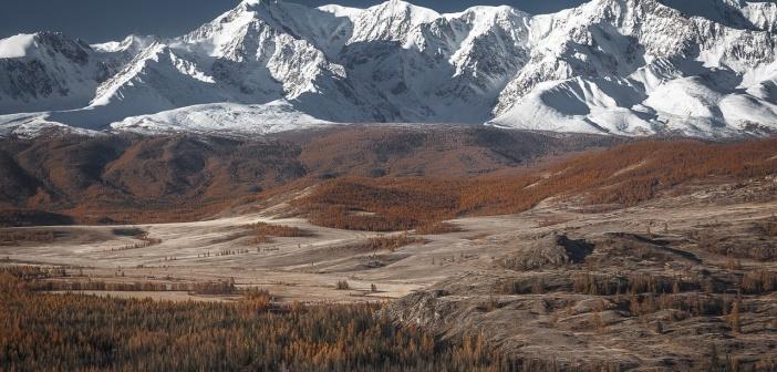 Рассвет над Северо-Чуйским Хребтом. Алтай, октябрь 2015.   фото: Роман Воробьев