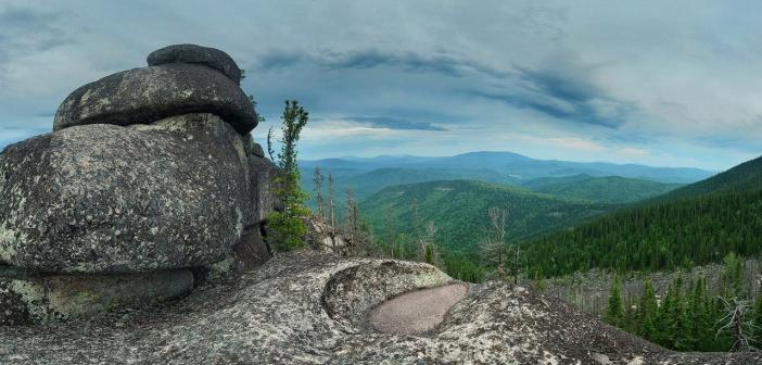 Шорские мегалиты  Кемеровская область, Горная Шория, останцы одной из вершин. Фото: Валерий Васин