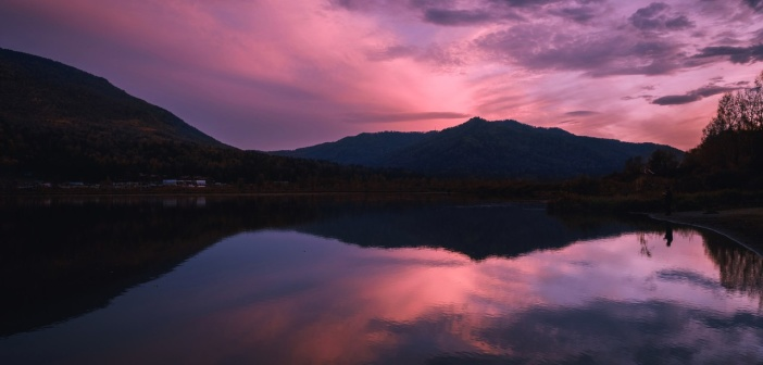 Вечер на озере Манжерокское.   фото: Роман Карамышев