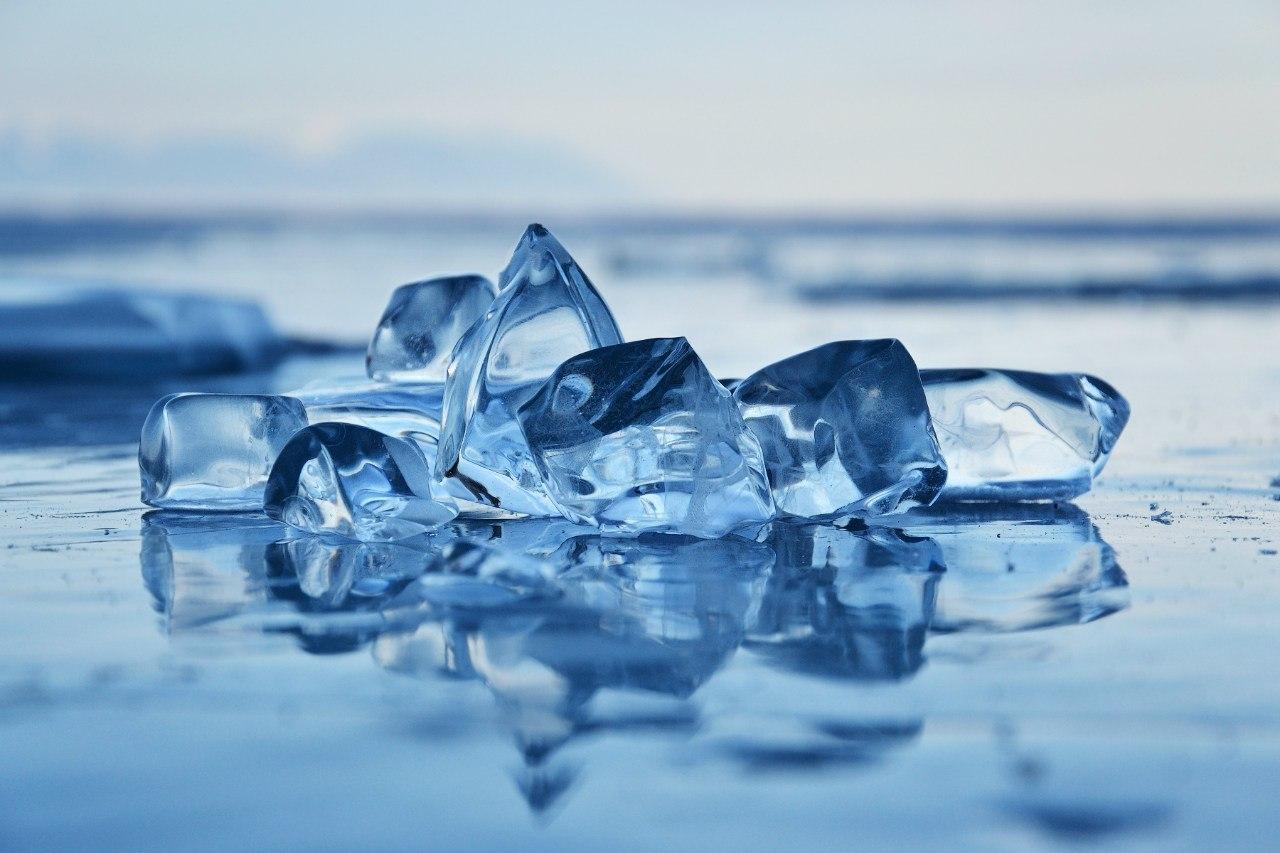 Чистый Байкальский лед