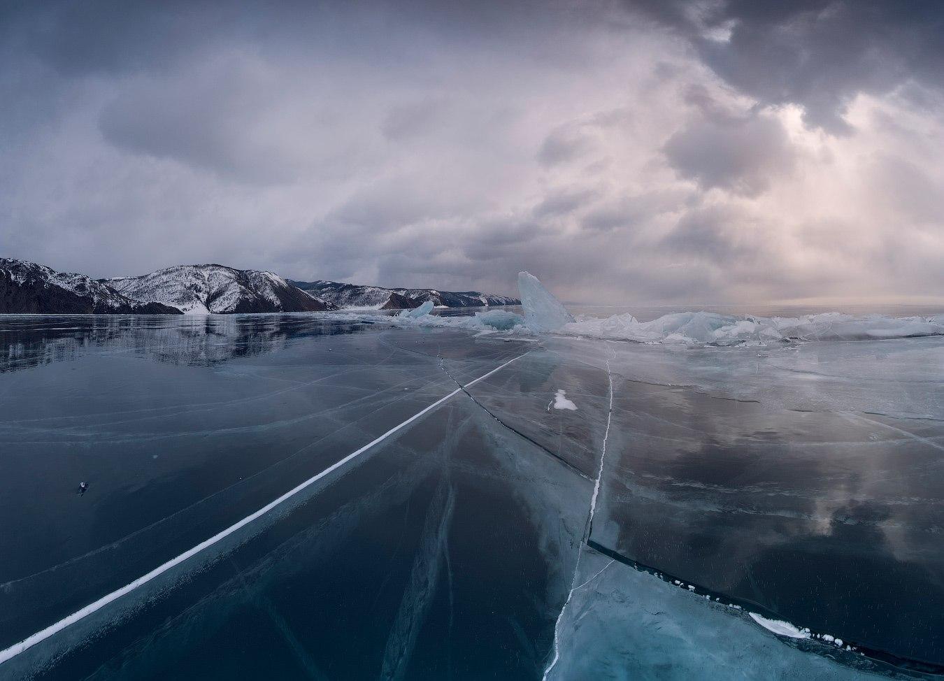 Чистейший Байкальский лед