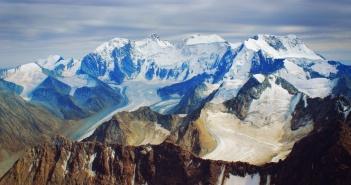 Алтай, гора Белуха, вид с вершины горы Ак-Оюк.
