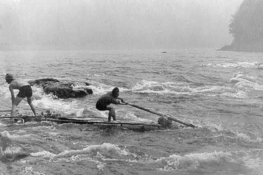 На маленьком плотике по Иркуту, 1957 год.