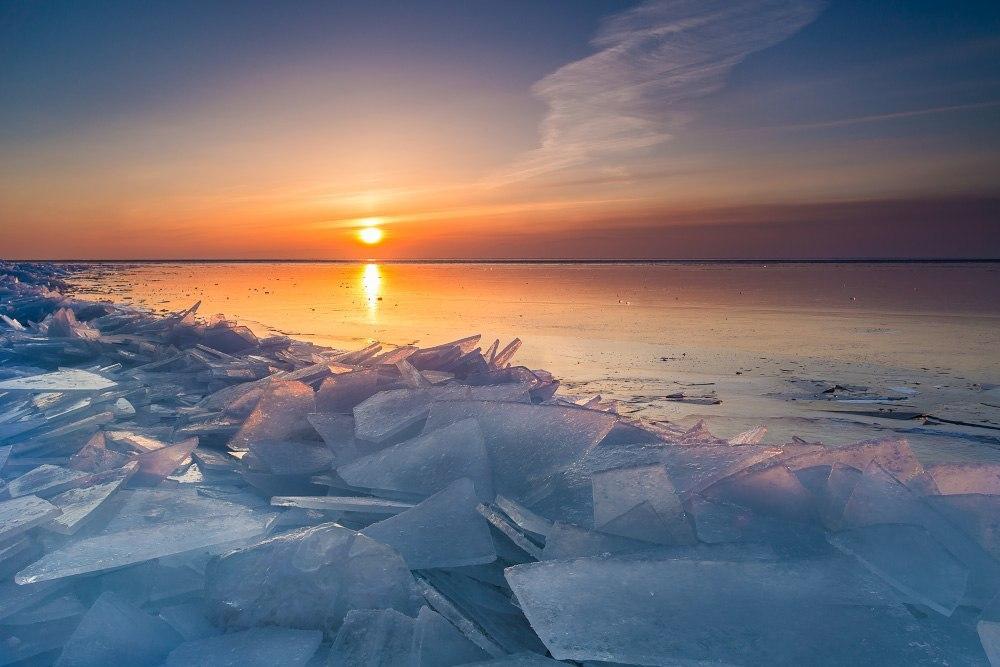 Изумительный закат на берегу Байкала!