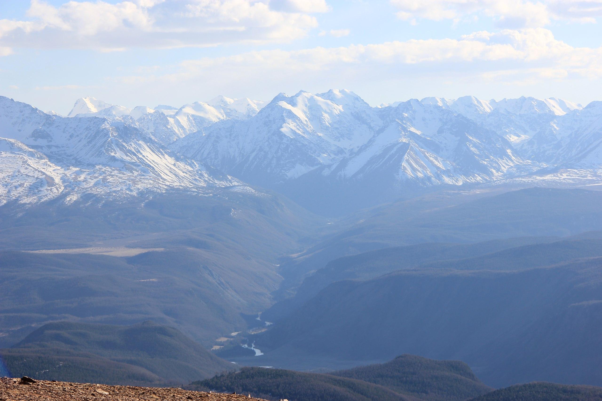 Часть Северо-Чуйского хребта и долина реки Мажой(Машей),